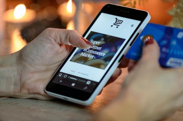 Image d'un site e-commerce sur smartphone